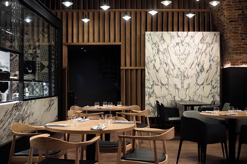木质与大理石纹的结合,一套清酒吧装修视觉_logo设计