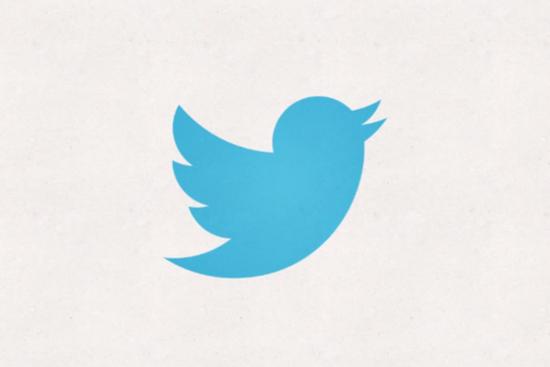 騰訊科技訊(蕭諤)北京時間6月7日消息,據國外媒體報道,Twitter當日宣布將網站標志中的Twitter字體去除,采用與服務最相關的簡化版藍鳥圖案。這個簡單的圖案是用重疊的圓圈制作的。 這只最初被稱為拉里(Larry)的小鳥,已經成為Twitter品牌的標志性圖案,因此其成為識別該服務的唯一圖案是合理的。Twitter表示,這只小鳥就是Twitter,無需用任何文字來自描述該服務。Twitter在描述制作這個標志的靈感時稱: 我們的新小鳥不再是為了表達愛鳥,設計采用了創造性線條和簡單的幾何圖形。這只