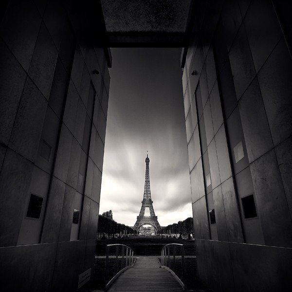 黑白摄影:唯美的巴黎_logo设计_www.ijizhi.com
